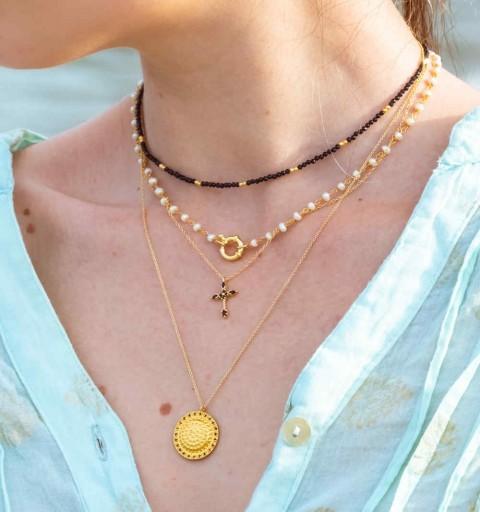 Collar de plata de ley y baño de oro, con perla natural y bonita reasa.