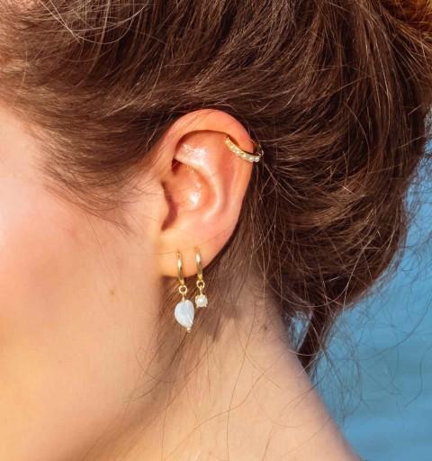 Pendiente de aro  de plata de ley, con baño de oro, con perla natural