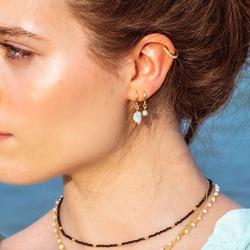 Blanco y negro, una apuesta segura. Combina las perlas con otras piedras naturales.
